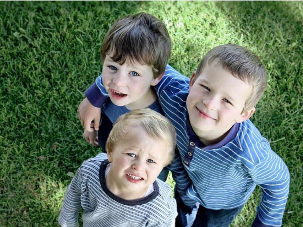 La rivalidad entre hermanos suele aparecer por el deseo de llamar la atención de los padres