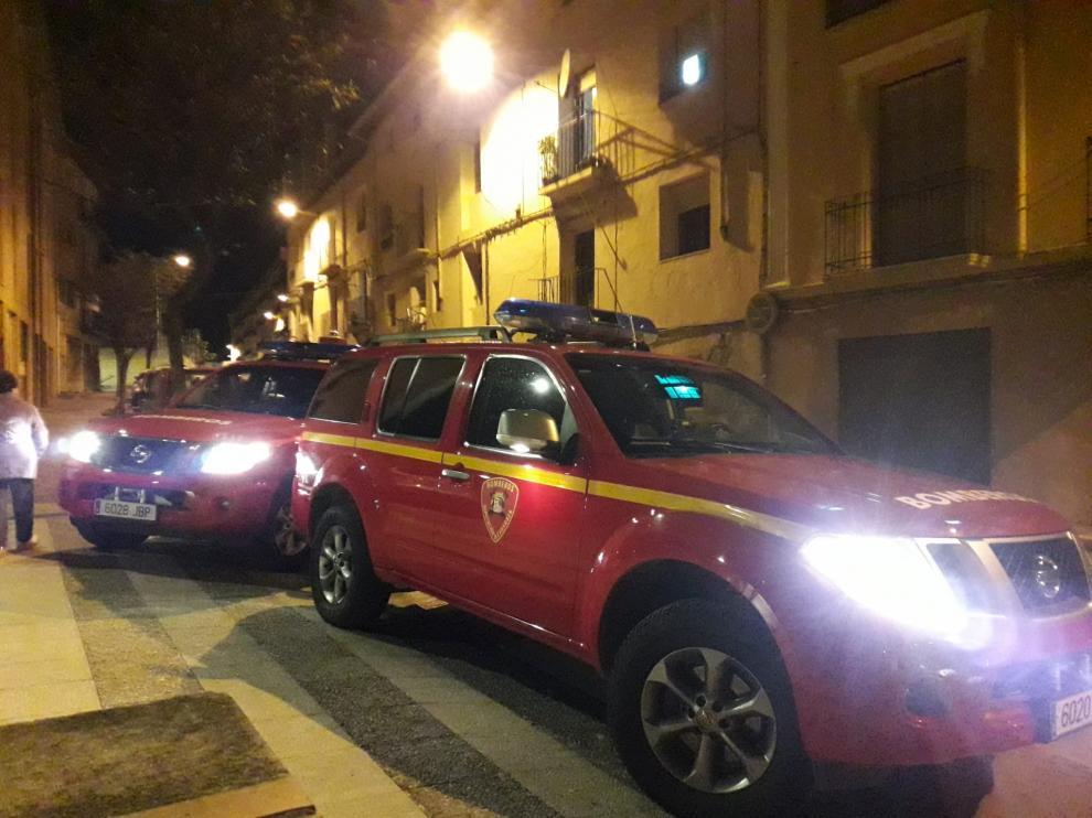 Los vehículos del parque de bomberos de Tarazona, esta tarde, en el lugar del incendio.