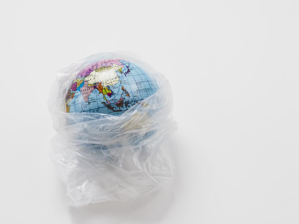 Cada año, se generan en el mundo centenares de kilos de residuos plásticos por persona, de los que solo se recicla un 20%