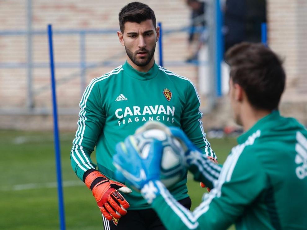 Álvaro Ratón, en el entrenamiento de este martes, junto a Azón.