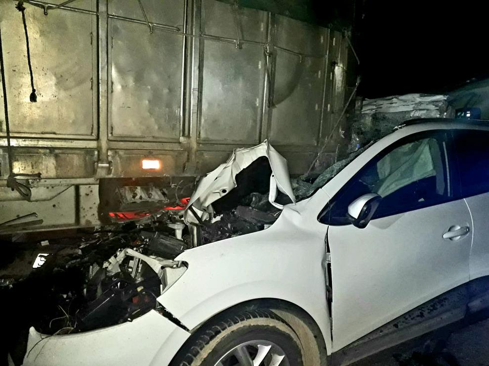 El coche quedó destrozado tras el impacto