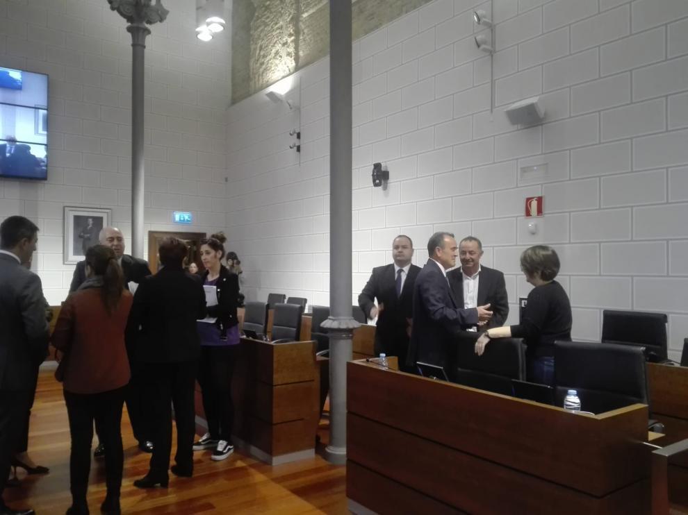 Imagen del salón de plenos de la DPZ, instantes antes del inicio de la sesión.