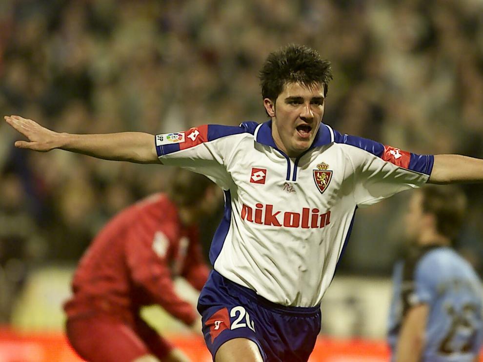 Romareda. David Villa, nuevo jugador del Real Zaragoza. / 09-07-03 / foto Guillermo Mestre B4FH7377.jpg