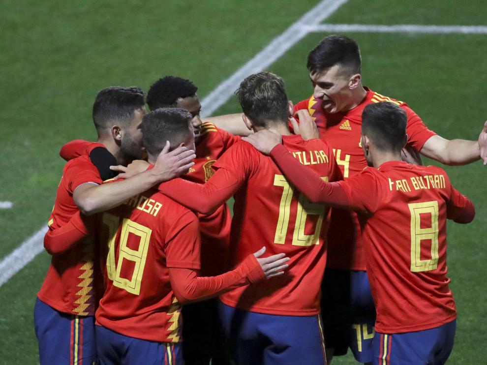 La Sub-21 celebra un gol en Alcorcón.