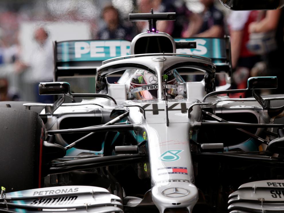Lewis Hamilton, en boxes, durante las prácticas libres el Gran Premio de Brasil
