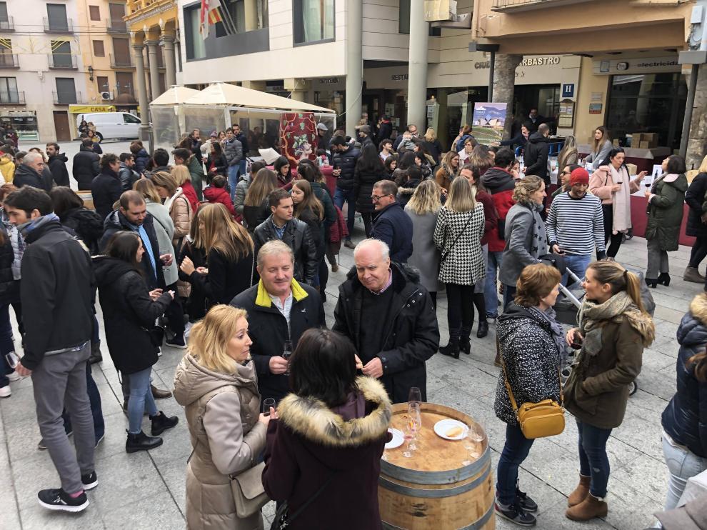 Celebración de la Barbastro ciudad de Vino dentro del programa de actos de Catando Somontano en la plaza del Mercado.