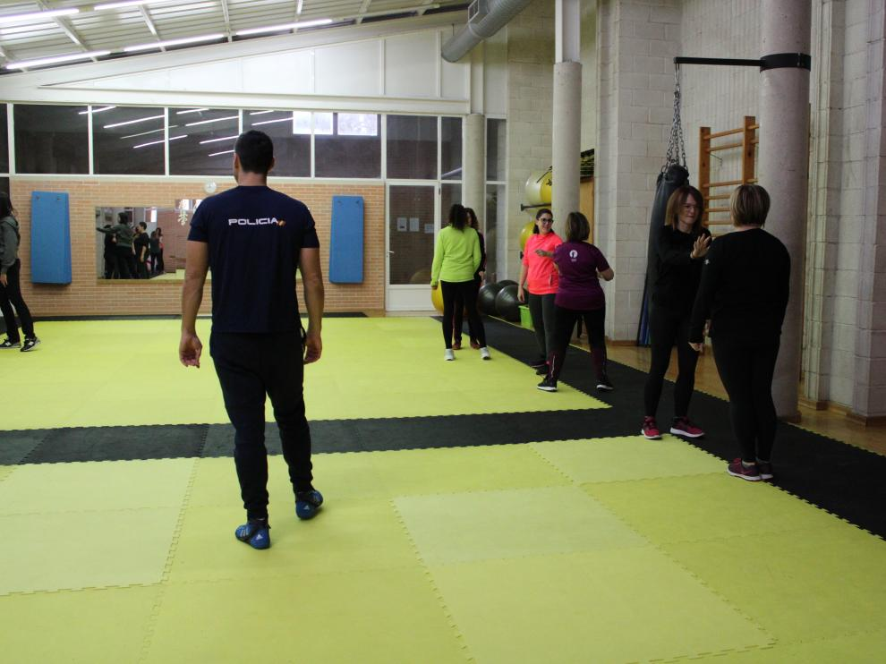 Las mujeres han practicado diferentes técnicas y movimientos de defensa personal.