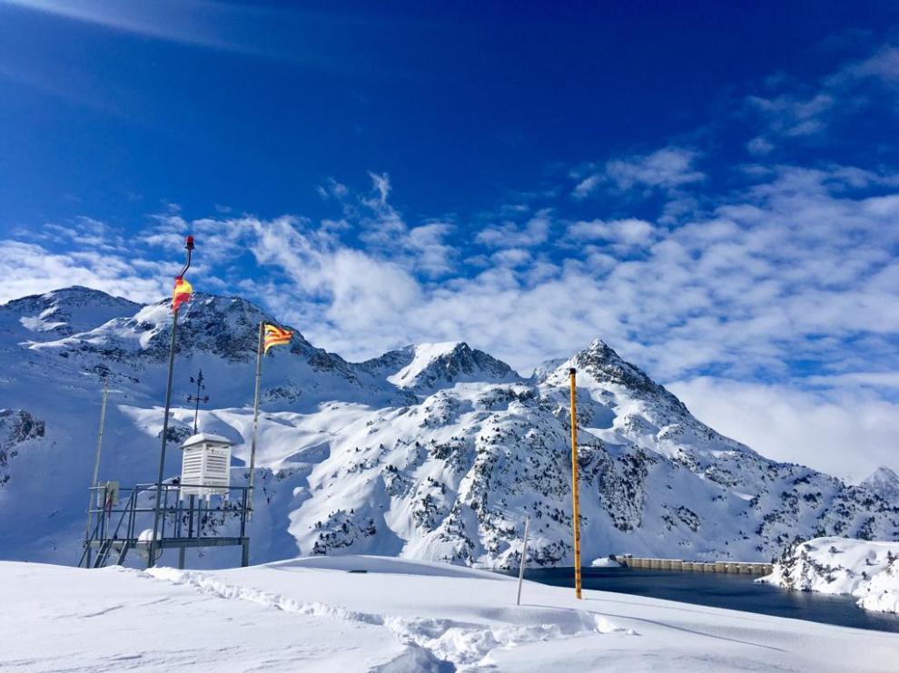Así están los refugios de montaña del Pirineo oscense tras las repetidas nevadas.