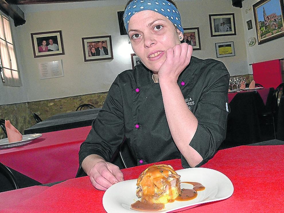 Ángela Torres, en su restaurante en Rubielos de Mora.