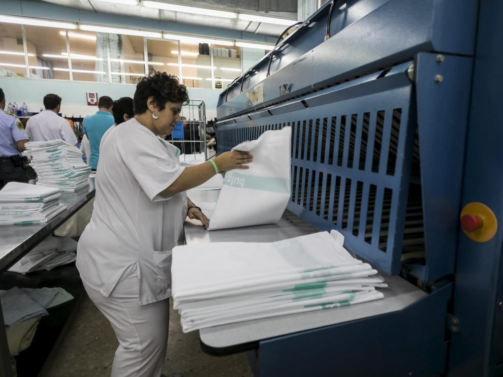 Imagen de archivo de la lavandería del hospital Clínico de Zaragoza.