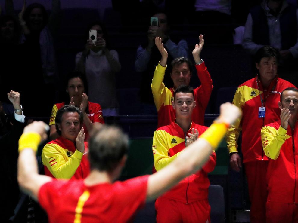 El equipo español celebrando la victoria