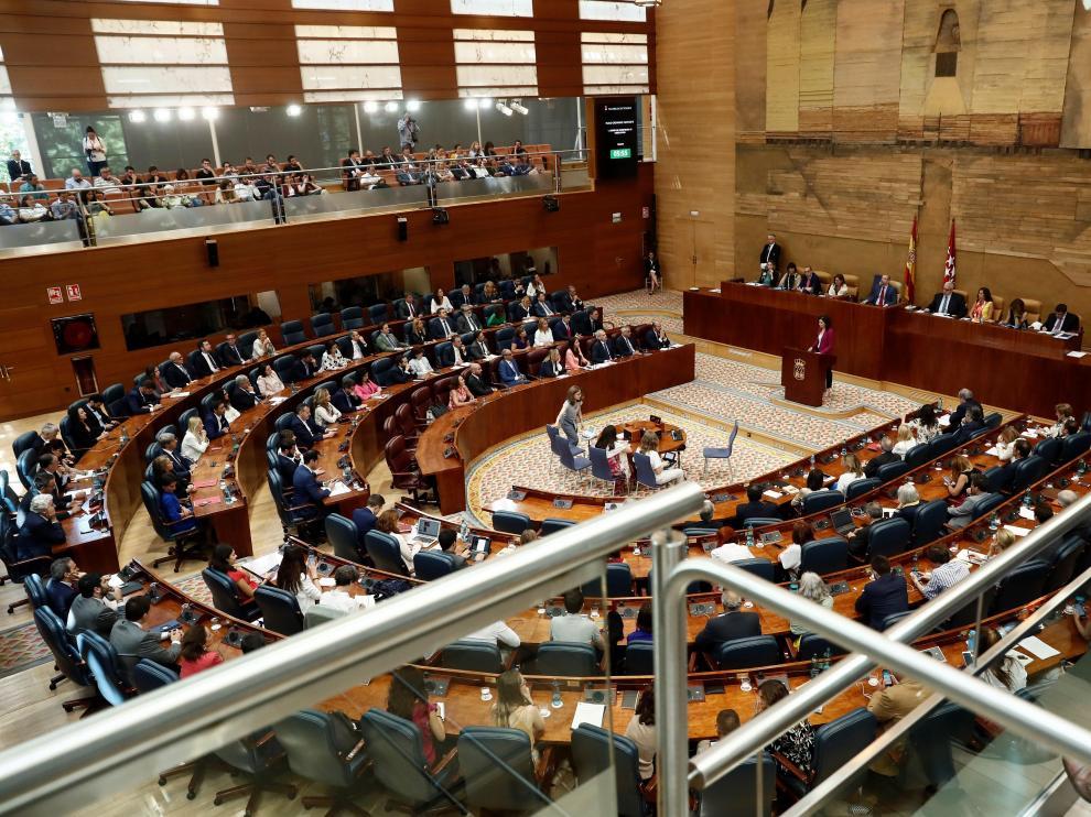 Isabel Díaz Ayuso, presidenta de la Comunidad de Madrid, habla durante un pleno.