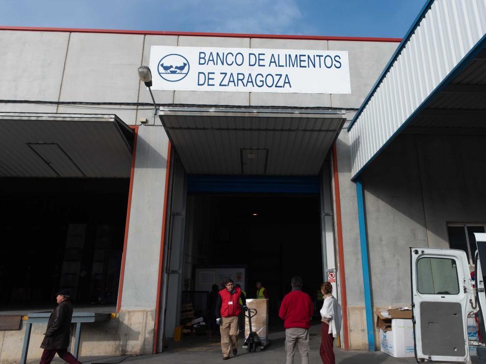 Los depósitos del Banco de Alimentos se ubican en tres naves en Mercazaragoza.