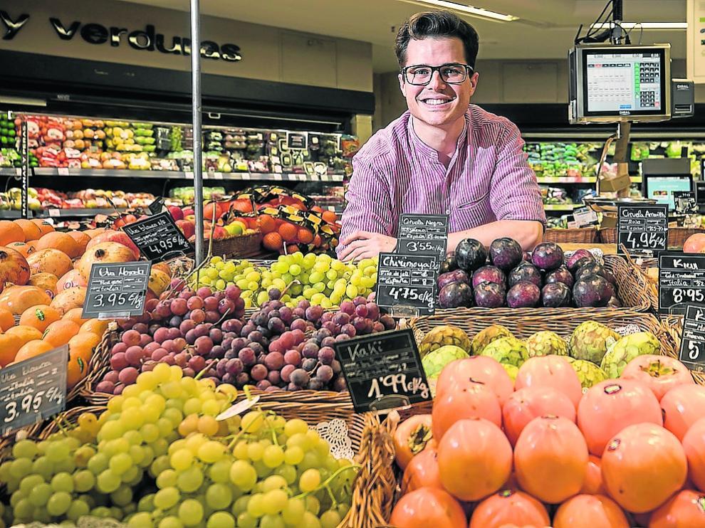 Mateo Sierra, este jeuves, en el supermercado de El Corte Inglés del paseo de la Independencia de Zaragoza.