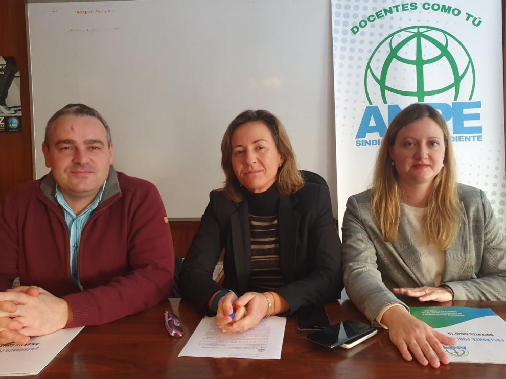 Pedro Manuel Andrés, presidente de ANPE Teruel; Teresa Hernández, presidenta de ANPE Aragón y Defensora del Profesor en Aragón, y Marta Garrido, presidente de ANPE Zaragoza.