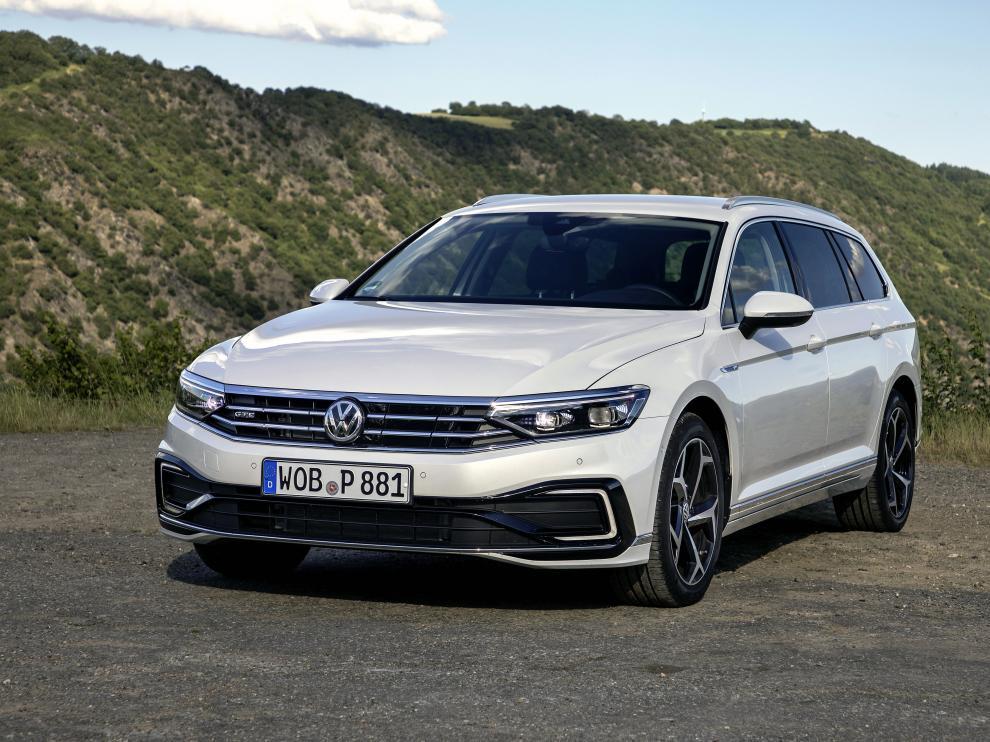 El nuevo Passat GTE, es el primero de una nueva generación de modelos híbridos enchufables de Volkswagen con una autonomía considerablemente mayor.