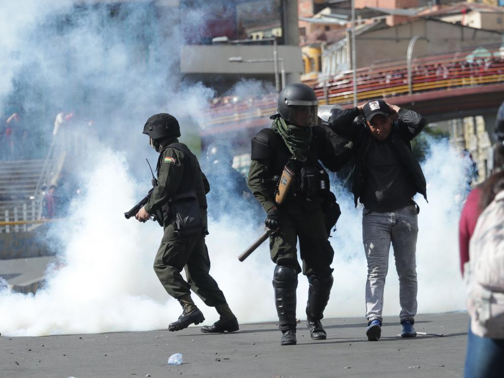 Una imagen de los disturbios entre Policía y manifestantes en Bolivia.