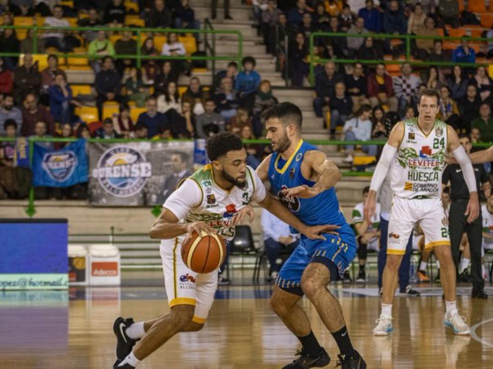 Olin Carter aportó 14 puntos al ataque del Levitec en Ourense.
