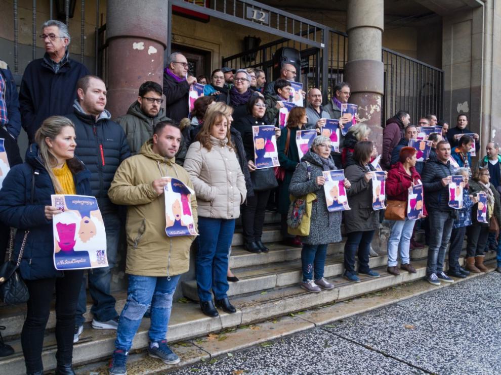 Concentración de protesta esta mañana a las puertas del sindicato.
