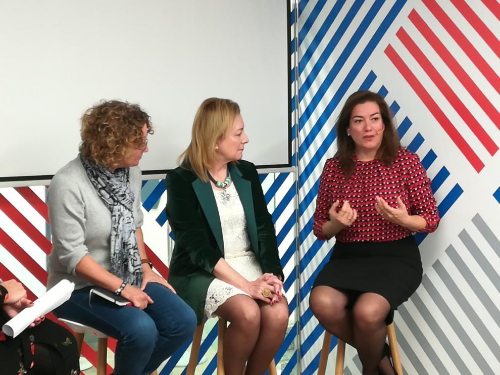 Las empresarias Clara Arpa, María Jesus Lorente y Ana Solana en el desayuno informativo en el espacio Xplora de Ibercaja