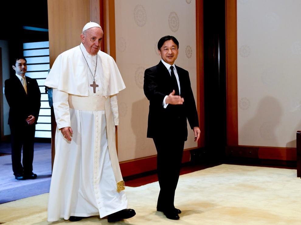El Papa visita al emperador Naruhito en su viaje a Japón.