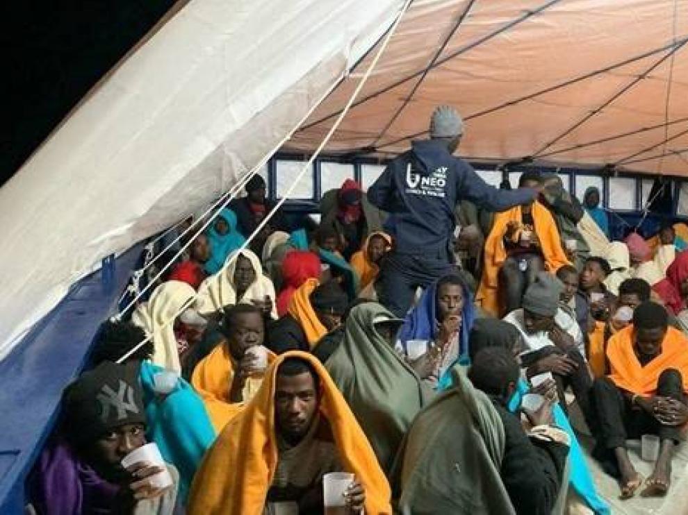 Los náufragos rescatados a bordo del 'Aita Mari'.