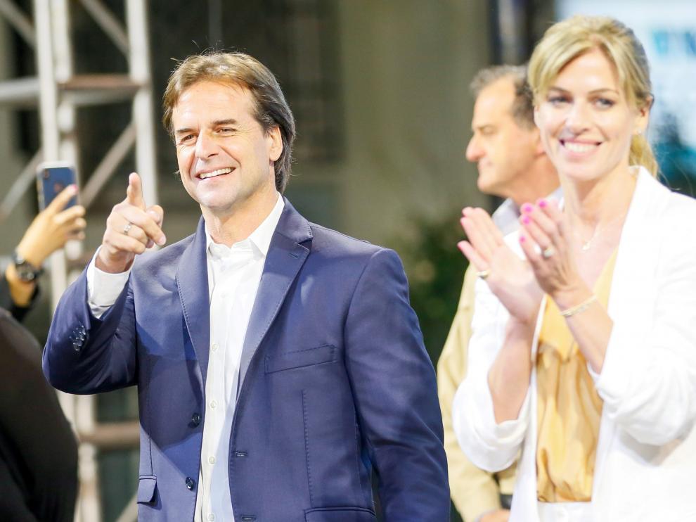 Luis Lacalle Pou y su mujer Lorena Ponce