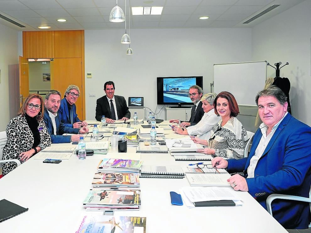 Miembros del Consejo Rector del Aeropuerto de Teruel, en la reunión celebrada este lunes, 25 de noviembre