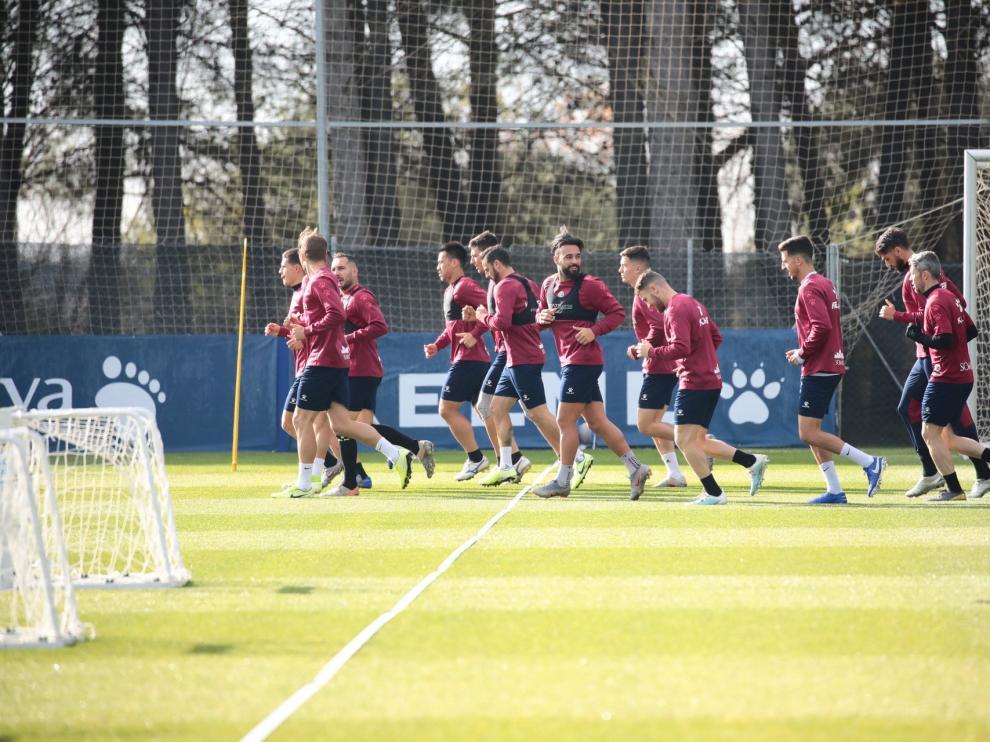 Imagen del entrenamiento de este martes de la SD Huesca en el IES Pirámide.