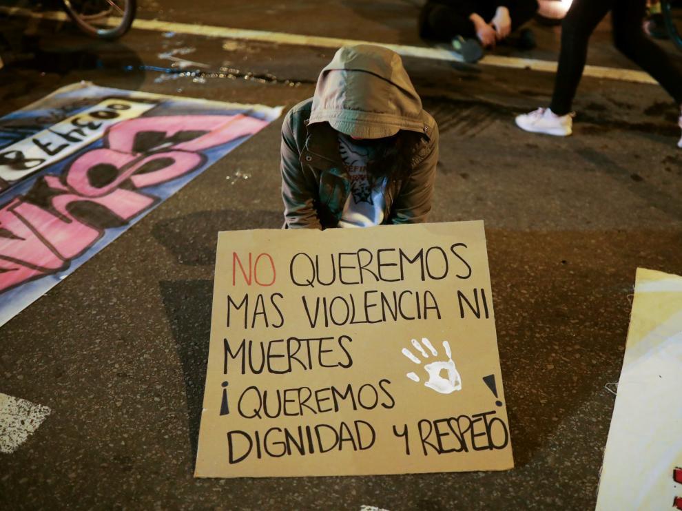 La muerte de un joven por la violencia policial en las protestas conmociona Colombia