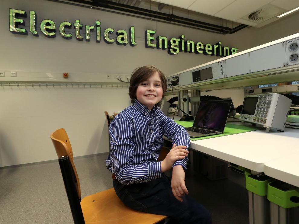 Laurent Simons, un niño belga de tan solo 9 años, es la persona más joven en obtener un grado universitario.