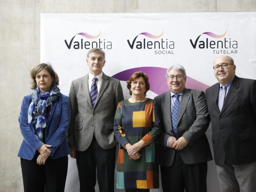Autoridades y responsables de Valentia con la nueva imagen.
