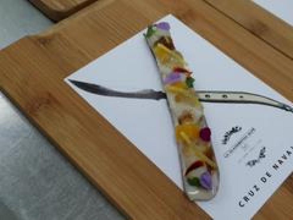 El restaurante 'La Clandestina' ha ganado el Concurso de Tapas de Zaragoza y provincia 2109 con una tapa de navaja llamada 'Cruz de navajas'.