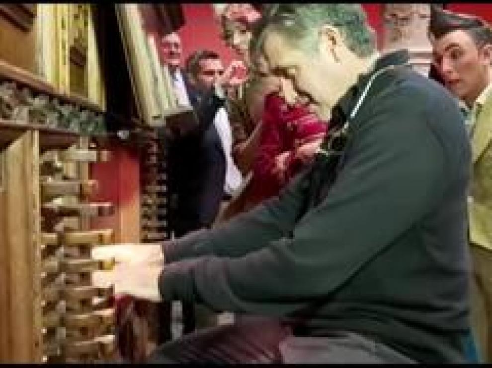 De la mano de Emilio Aragón, Productores de Sonrisas han presentado en Zaragoza su nuevo show, 'Circlassica'. Dicha presentación ha tenido lugar en el Patio de la Infanta de Zaragoza, donde el productor no ha querido dejar pasar la oportunidad de tocar el órgano de Sabiñán.