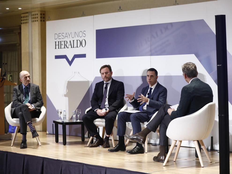 De izquierda a derecha, Sergio Breto, Pedro Machín, Carlos González y Mikel Iturbe, este miércoles, en la sesión sobre energías renovables de Desayunos HERALDO.