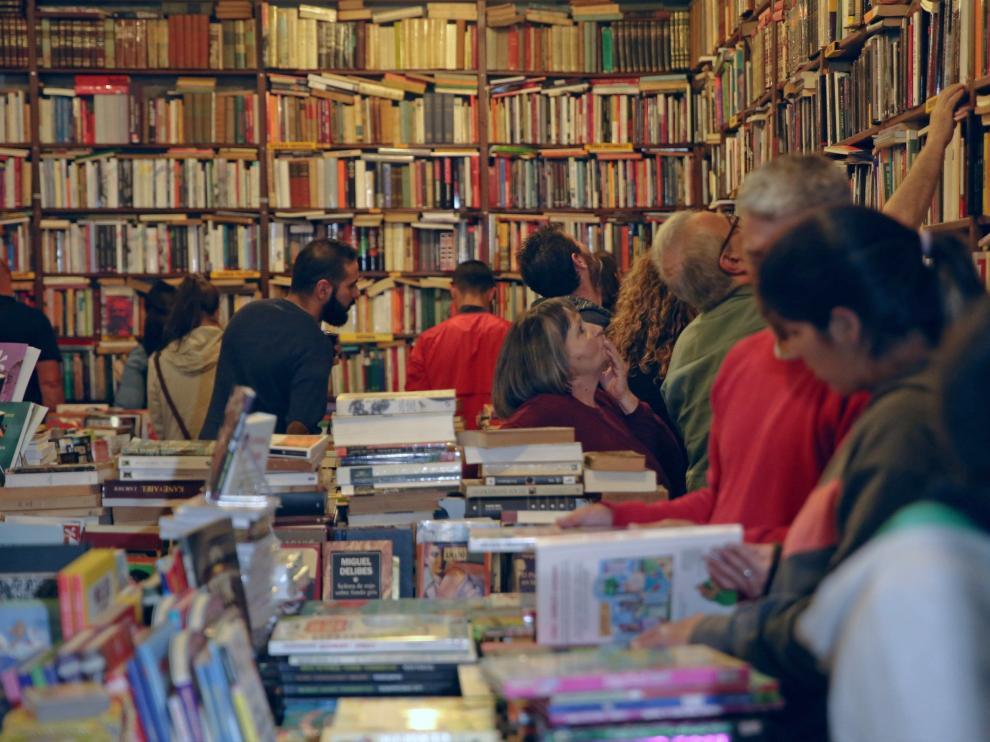 La compra de libros se mantiene como uno de los primeros gastos culturales.