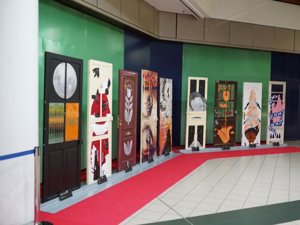 48 Puertas para visibilizar la violencia machista en España se exponen en el Centro Comercial Augusta