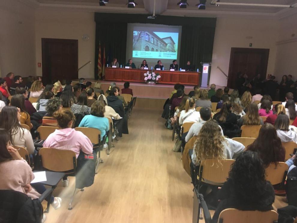 La ceremonia ha tenido lugar en el Aula Magna de la Facultad de Ciencias Humanas y de la Educación.
