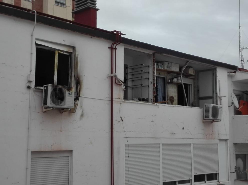 La explosión ha hecho saltar tres ventanas y ha producido daños en viviendas próximas.