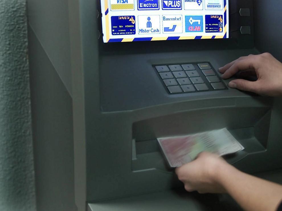 El detenido extrajo dinero en cajeros de distintas localidades de la provincia.