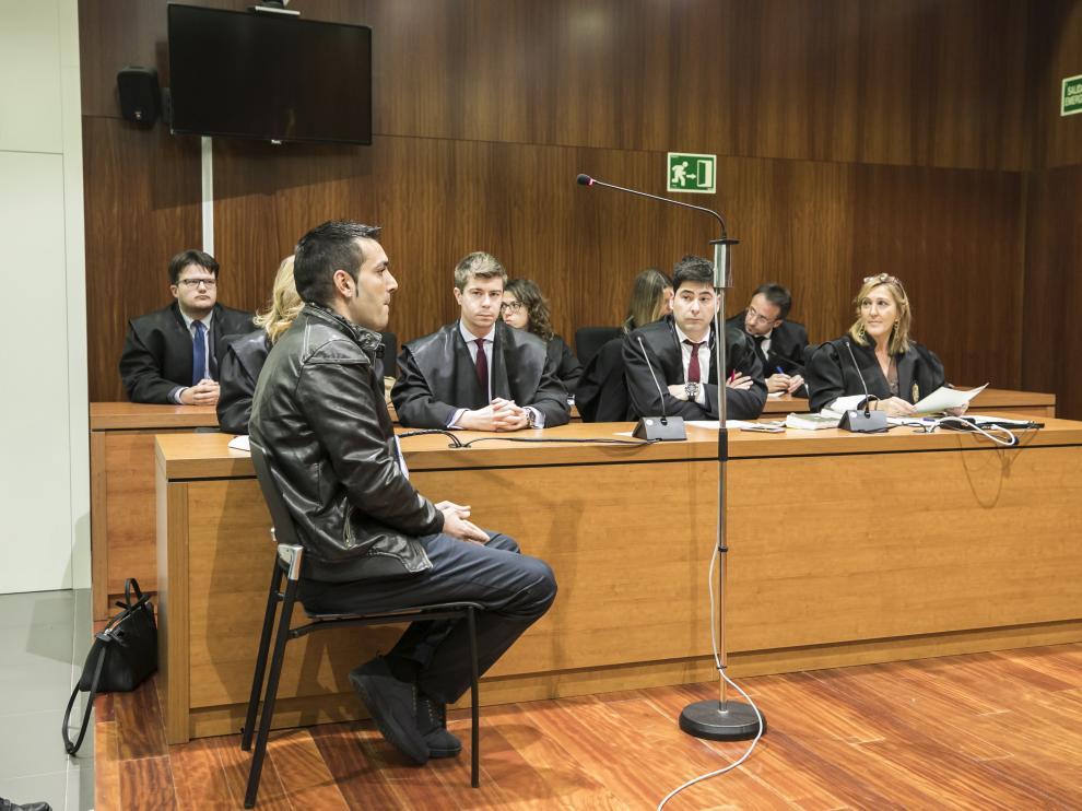 El acusado, en el momento en que el jurado leía el veredicto.