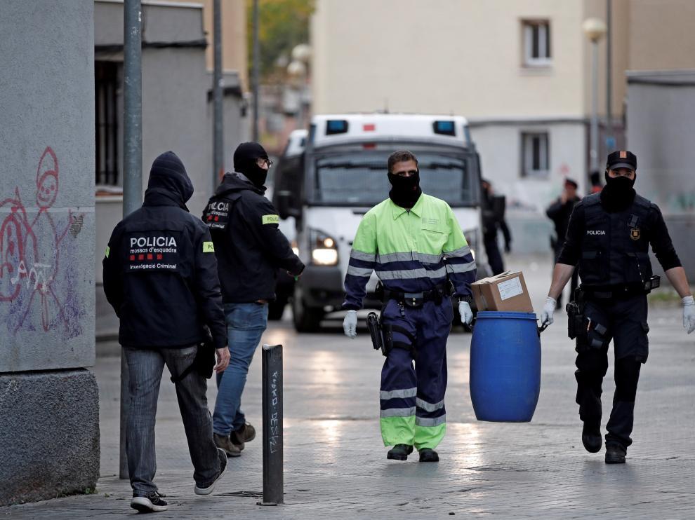 La Policía Nacional ha intervenido en Badalona (Barcelona) 631 kilos de metanfetamina, en una operación que ha calificado como la mayor incautación de la historia de España.