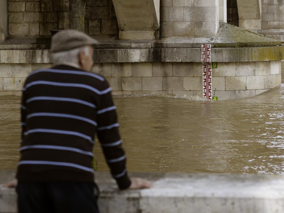 El río Pisuerga, con amplio caudal, a su paso por Valladolid en una imagen de archivo.