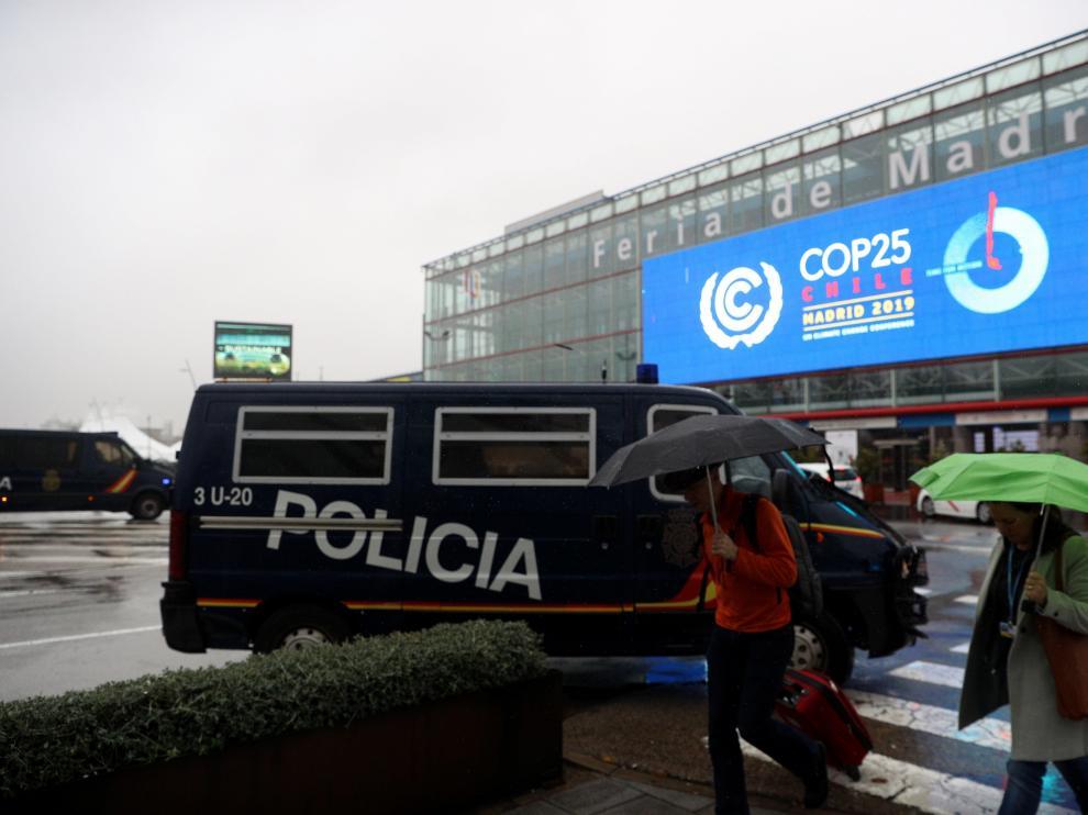 Vehículos policiales que forman parte del dispositivo de seguridad.