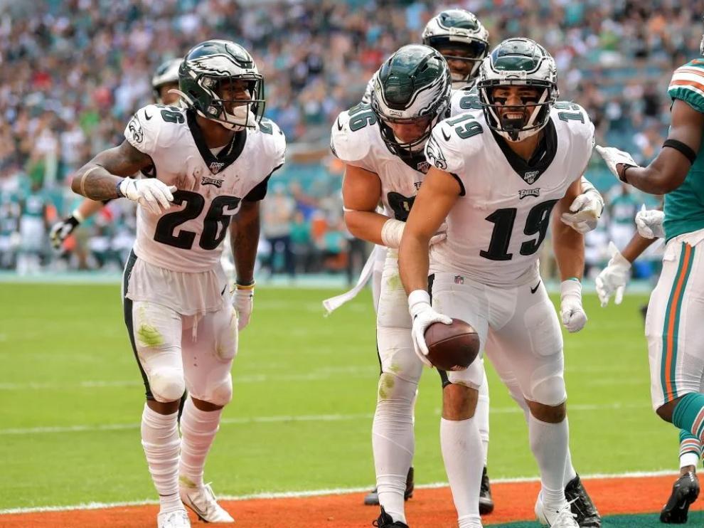Arcega-Whiteside celebra su 'touchdown' en el partido que enfrentó a su equipo, los Eagles de Filadelfia, y los Dolphins de Miami.