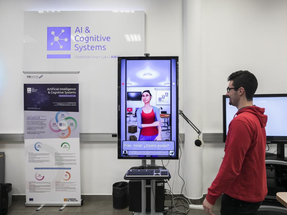 Los chatbots, como Pilar, desarrollado por Itainnova, son programas que simulan una conversación.