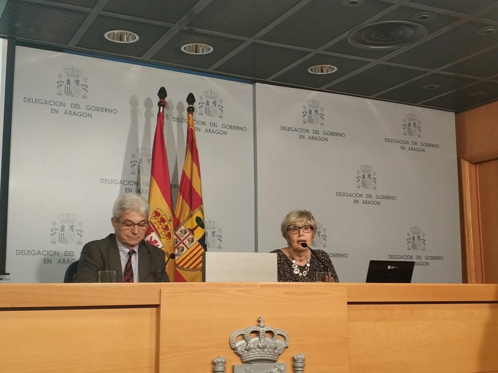El subdelegado del Gobierno en Zaragoza, José Abadía, y la directora provincial de la Tesorería General de la Seguridad Social, Mª Dolores Rico