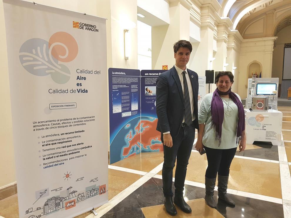 Fermín Serrano y Marta de Santos en la exposición 'Calidad del aire es calidad de vida'.