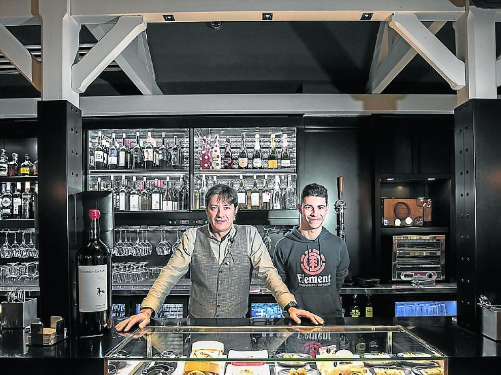 Miguel Ángel Moya e Iker Gracia, en la nueva barra.