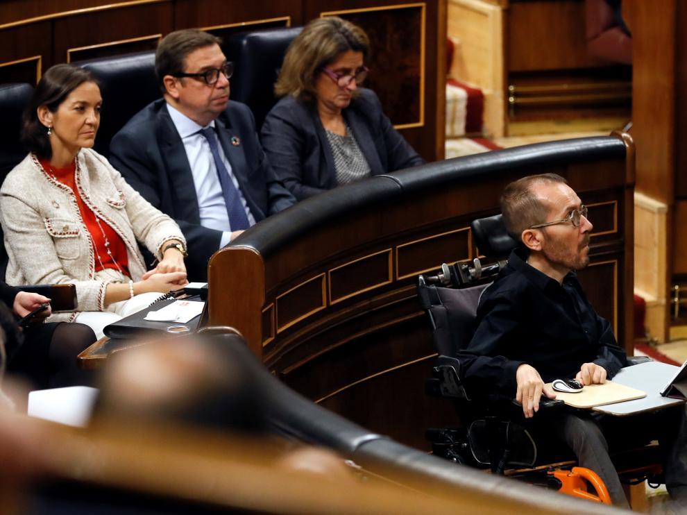 El diputado de Unidas Podemos Pablo Echenique seguirá este martes la sesión de constitución del Congreso en la zona baja del hemiciclo, junto a las mesas de las taquígrafas, para agilizar las votaciones para que no sea necesario desplazar la urna.